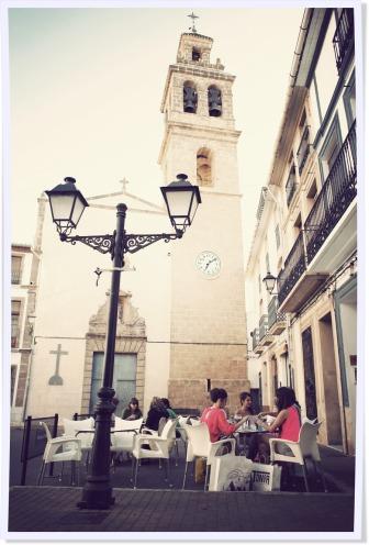 Plaza Iglesia · Church square · Plaça Esglèsia